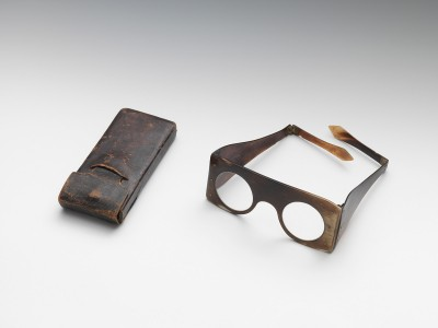 Moses Mendelssohn's protective work glasses testify to the philosopher's day job as a clerk in the textile mill.  Glasses with case, after 1751 © on loan to the Jewish Museum Berlin from the Leo Baeck Institute in New York. Photo: Jens Ziehe.
